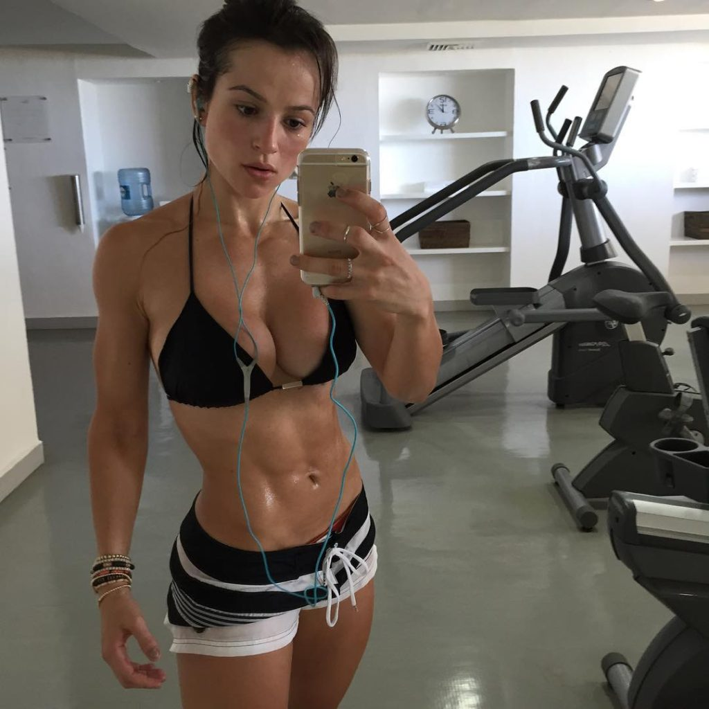 Gym babes nude selfies at gym apologise, but